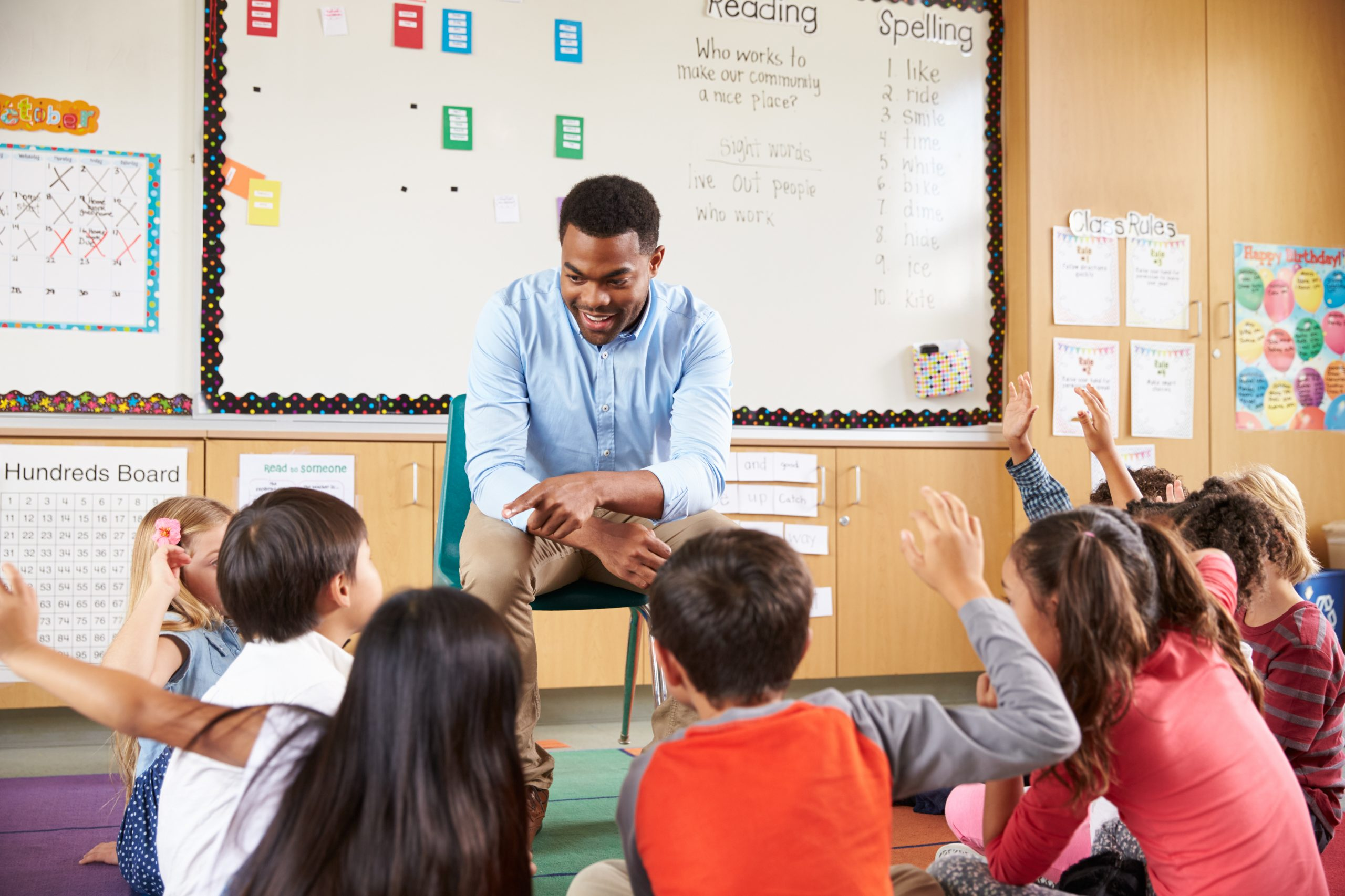 Teaching climate change in elementary class with students with raised hands